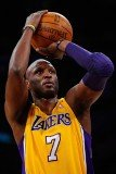 Lamar Odom has signed a two-month contract with Spanish basketball club Baskonia
