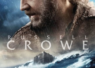 Russell Crowe has launched a campaign to have his new Biblical epic Noah screened for Pope Francis