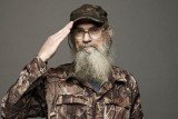 Si Robertson's coworkers at the Duck Commander warehouse learned some new and disgusting habits from the Vietnam War veteran