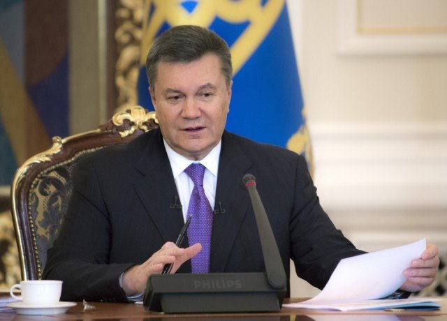 The Kiev offices of Ukrainian President Viktor Yanukovych are unguarded, with opposition protesters apparently in full control of the government district