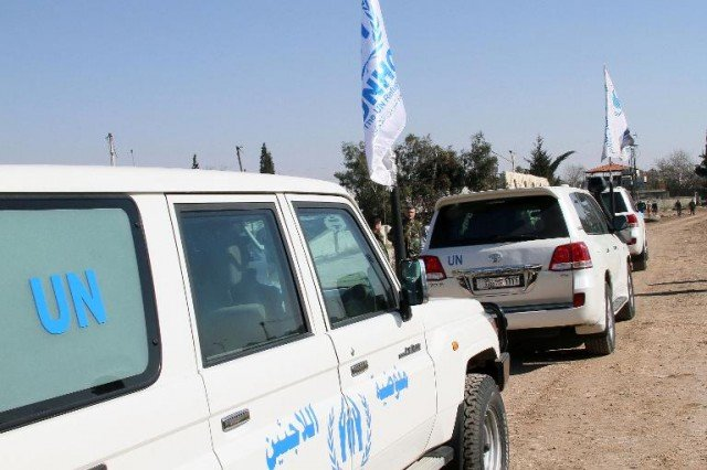 The UN has restarted its aid mission in the besieged rebel-held Old City of Homs