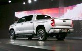 Toyota has announced it is expecting record annual earnings for 2013 as the weaker Japanese yen helps to boost sales abroad