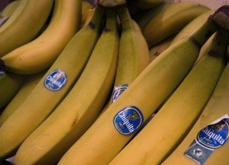 Chiquita is to merge with its Irish rival Fyffes, creating the world's largest banana company worth about $1 billion