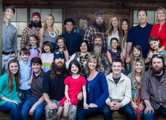 season 5 finale phil robertson and brother in law gordon mia robertson