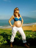 Jenna Fischer showed off her bare baby bump while celebrating her 40th birthday at the beach