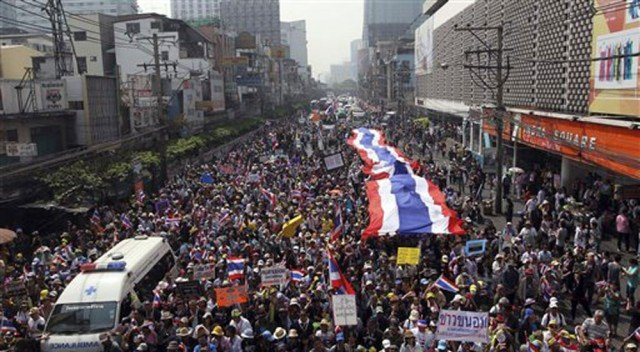 Thailand's anti-government activists want PM Yingluck Shinawatra to step down and the political system to be reformed