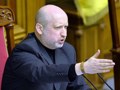 Ukraine's interim President Oleksandr Turchynov has ordered the withdrawal of armed forces from Crimea