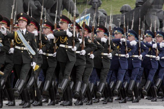 Ukraine's parliament has voted to create a 60,000-strong National Guard to bolster the country's defences
