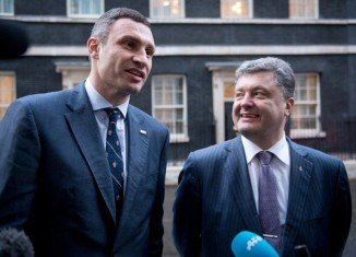 Vitaly Klitschko has pulled out of Ukraine's presidential race and he will back tycoon Petro Poroshenko