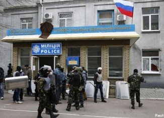 Armed men took over police stations and official buildings in Sloviansk and two other eastern towns