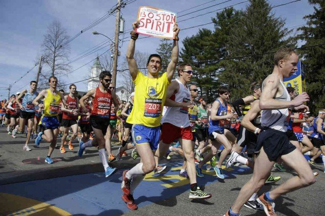 Boston honored three killed and more than 260 injured in the last year's bomb attack as thousands of marathoners took to the city's streets