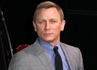 Daniel Craig has pulled of thriller The Whole Truth, days before he was due to begin shooting in Boston with co-star Renee Zellweger