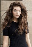 Lorde has decided to postpone her Australian tour after doctors advised her to rest immediately