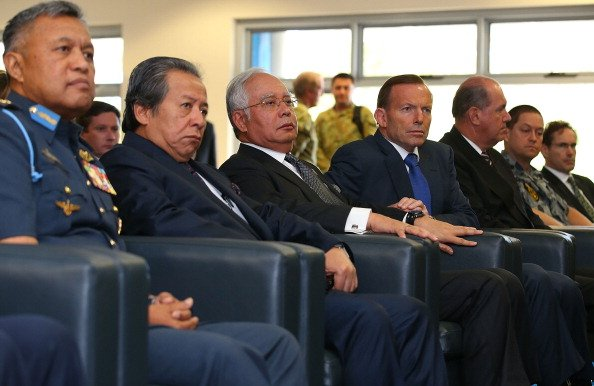 Malaysia PM Najib Razak visits missing flight MH370 search hub in Perth