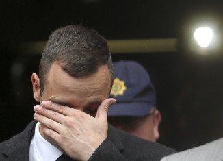 """Oscar Pistorius has told his murder trial in Pretoria he was """"heartbroken"""" when he saw the body of his girlfriend Reeva Steenkamp"""