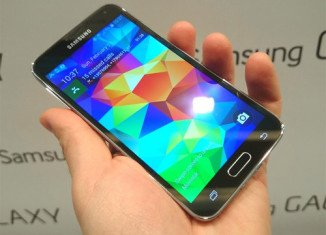 Samsung has revealed that some of its flagship Galaxy S5 handsets have been shipped with a non-functioning camera