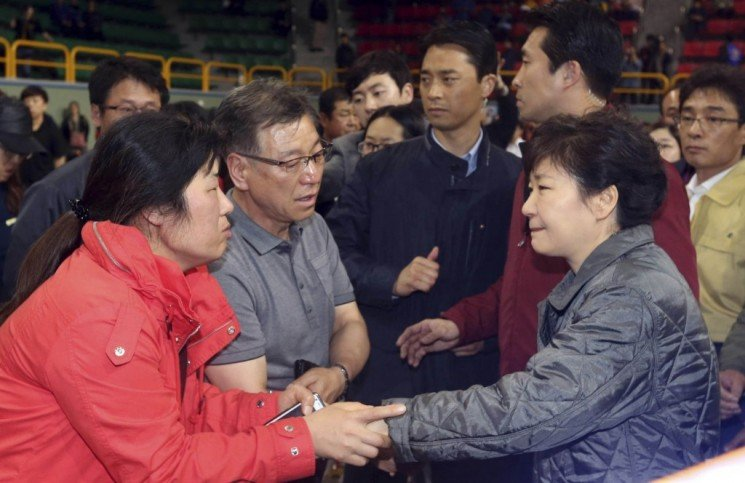 South Korean President Park Geun hye met the families of the Sewol ferry missing passengers 745x483 photo