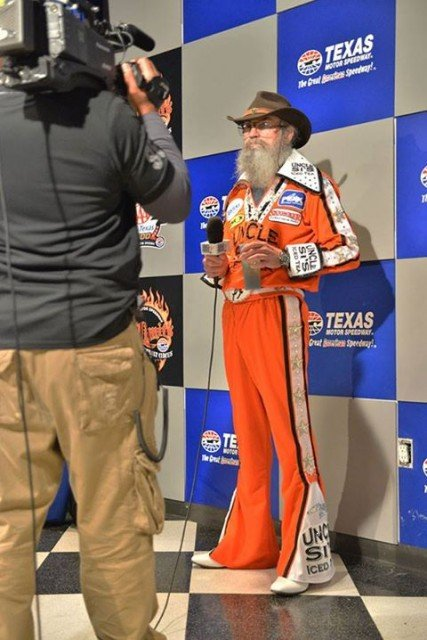 Uncle Si Robertson sported a red jumpsuit and was planning to serve as the grand marshal at Duck Commander 500 427x640 photo
