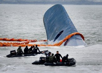 A civilian diver searching for bodies in the Sewol ferry that sank last month in South Korea has died