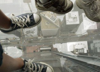 A part of Chicago's Willis Tower's glass observation ledge cracked while people were inside