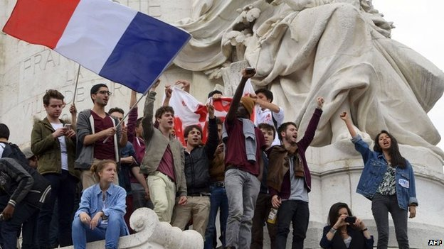 About 4,000 students have rallied in Paris against the far-right National Front party, following its success in the European elections