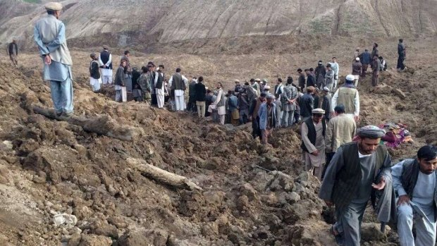 Afghan rescuers have given up hope of finding any more survivors in a double landslide that is feared to have killed more than 2,500 people in Badakhshan