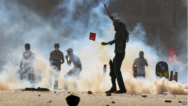Riot police in Turkey have used tear gas to disperse demonstrators in Istanbul and Ankara on the first anniversary of Gezi Park protests