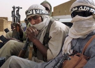 Tuareg rebels have agreed to a ceasefire, two days after clashes with the army threatened to throw Mali back into chaos