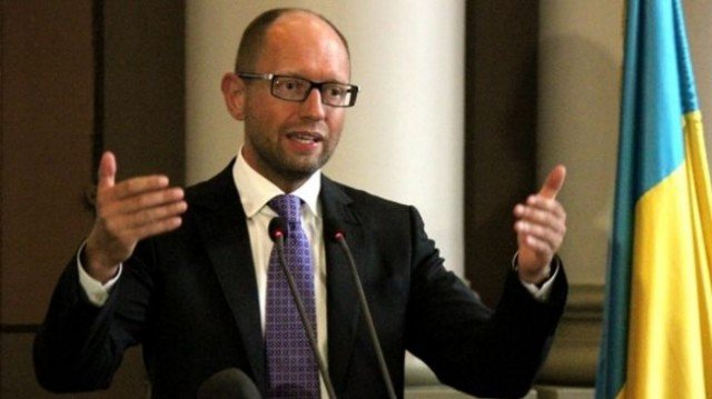 Ukraine's PM Arseniy Yatsenyuk has called on Russia to control its border to stop terrorists from crossing into his territory