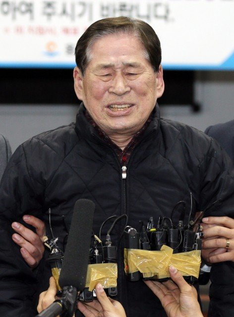 Chonghaejin Marine's president Kim Han-sik and four employees are charged with negligence over claims that the company routinely overloaded the Sewol ferry