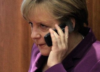 German federal prosecutor Harald Range will investigate allegations by Edward Snowden that the US government bugged Chancellor Angela Merkel's phone