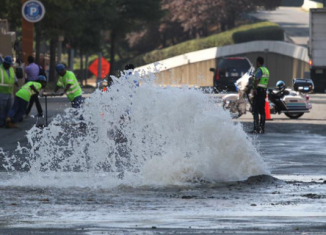 A massive water main break on Los Angeles' iconic Sunset Boulevard has caused flooding at the UCLA campus