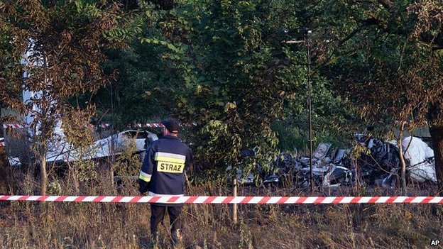 Eleven people have been killed when the Polish plane carrying members of a parachute club crashed near Czestochowa