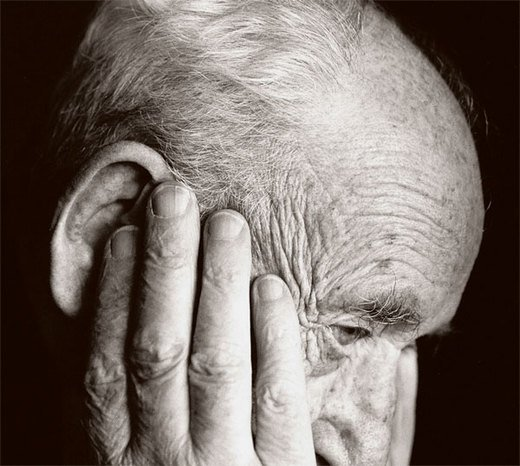 The main risk factors for Alzheimer's disease are a lack of exercise, smoking, depression and poor education