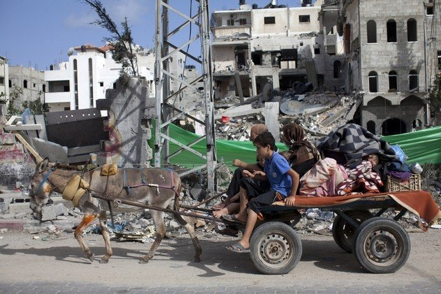 Thousands of Palestinians are fleeing northern parts of Gaza after Israel warned it was targeting the area in its campaign to stop rocket attacks