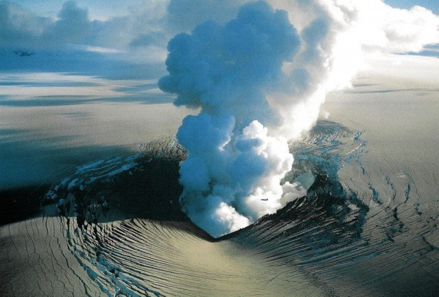 Bardarbunga volcano eruption sparks red alert for aviation industry