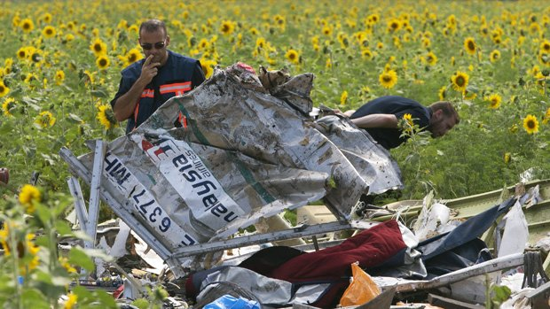 MH17 crash: Forensic experts find human remains at crash ... United Airlines Flight 811 Human Remains