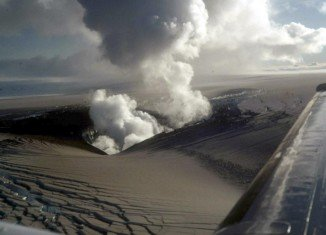 Iceland has raised its aviation warning level near the Bardarbunga volcano to red after an eruption began overnight