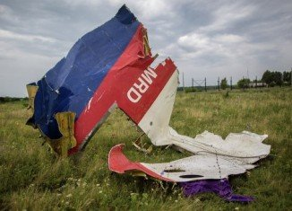 New clashes in eastern Ukraine have forced the international forensics team to halt operations in part of the vast crash site of Malaysia Airlines flight MH17