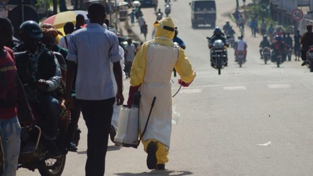 A three-day lockdown has come into effect in Sierra Leone in a bid to stop the spread of the Ebola virus