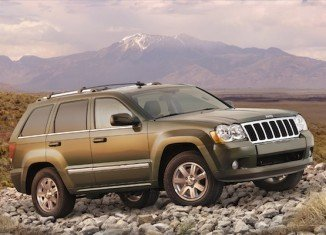 Chrysler is recalling almost 189,000 Jeep Grand Cherokees and Dodge Durangos in the US to fix a fuel pump problem that can cause the SUVs to stall