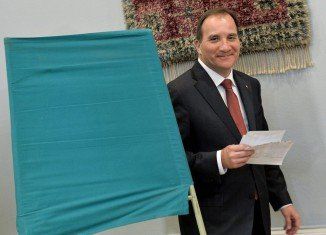 Leader of Sweden's Social Democrats Stefan Lofven has announced he will try to form a government after their election win, but will not work with the far right