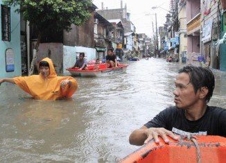 Some 200,000 people have been forced to leave their homes in the Philippines after tropical storm Fung-Wong has brought flooding, heavy rains and high winds
