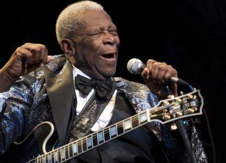 BB King has canceled the remaining eight performances of his current US tour after being diagnosed with dehydration and exhaustion