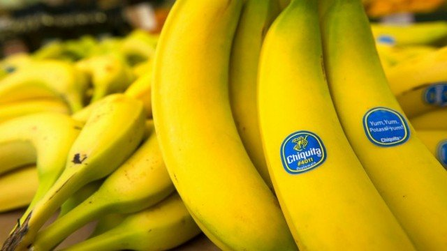Chiquita shareholders have voted against a merger deal with Irish rival Fyffes