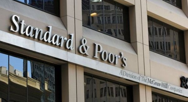 Standard and Poor's has cut France's credit outlook to negative, due to concerns about the country's struggling economic recovery