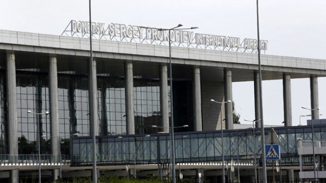 Ukraine's rebel forces are conducting an offensive to capture the government-held airport in Donetsk