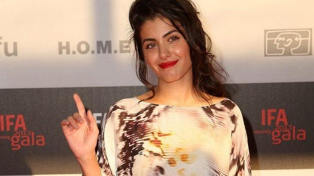 Katie Melua believes the spider climbed into earbud headphones she had used on a recent flight