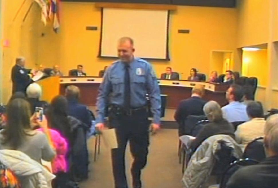Darren Wilson resigns from Ferguson police - BelleNews.com