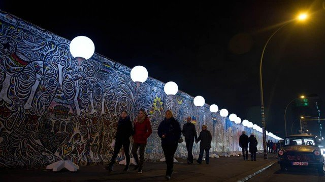 White balloons marking a stretch of the Berlin Wall will be released to symbolize its disappearance